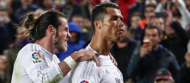 Cristiano Ronaldo y Bale celebran el segundo gol