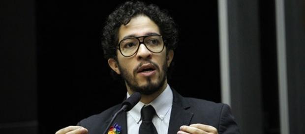 Deputado e jornalista da Globo discutem no Twitter