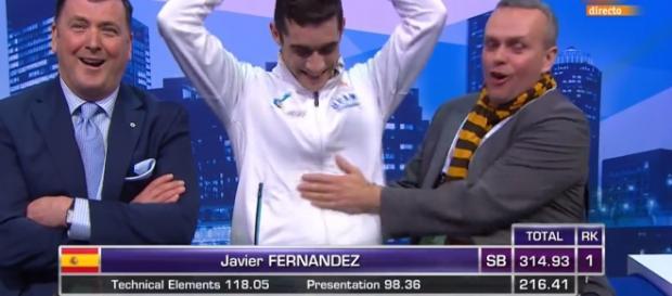 Javier Fernández celebra que revalida su título de campeón del Mundo.