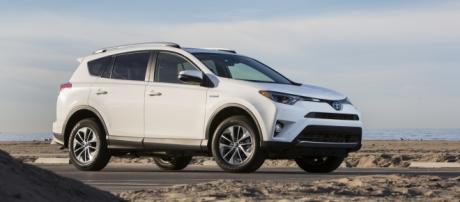 La nuova Toyota Rav 4 Hybrid 2016