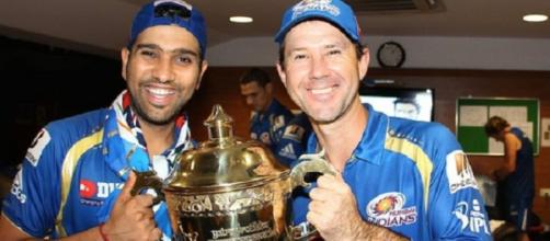 Coach Ponting and Rohit with the IPL Trophy (Twitter)