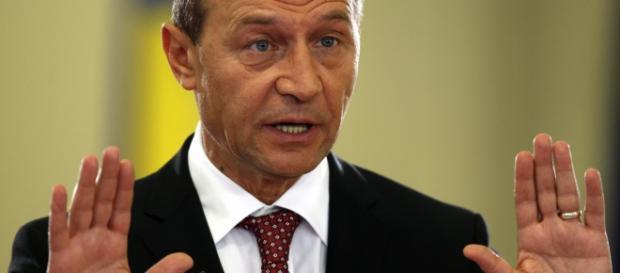 Băsescu este urmărit penal pentru spălare de bani
