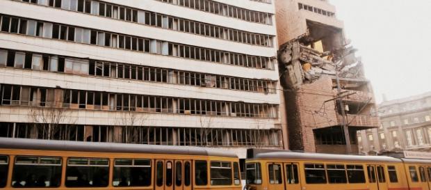 Belgrado e resti dei bombardamenti NATO.