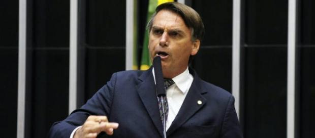 Deputado Jair Bolsonaro em discurso na Câmara