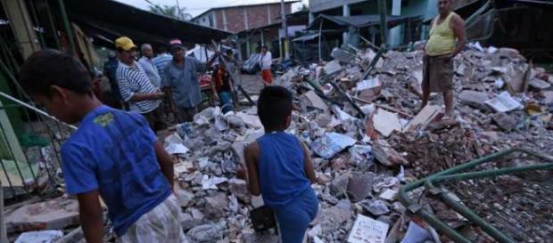 El terremoto de Ecuador se cobra ya más de 400 víctimas fallecidas