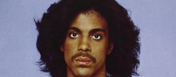 Prince: artista polivalente que deixa como legado baladas como Purple Rain e Kiss