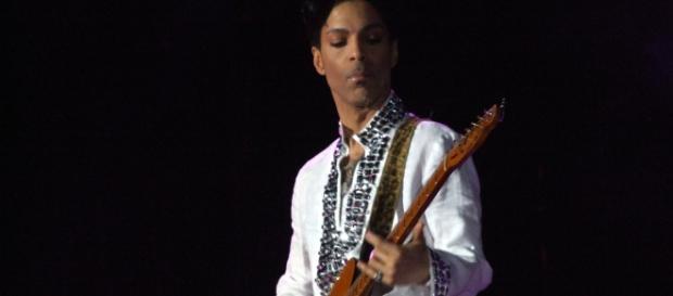 Prince at Coachella in 2008 (Wikipedia)