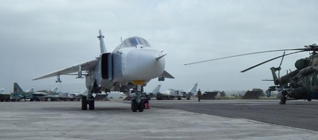 Tehnică militară rusească dislocată la baza aeriană Hmeymim din Siria