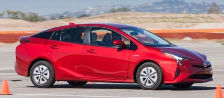 la nuova Toyota Prius 2016 rossa
