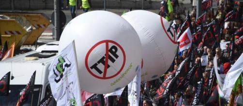 La visita di Obama in Germania è stata accolta dalle proteste degli attivisti anti-Ttip