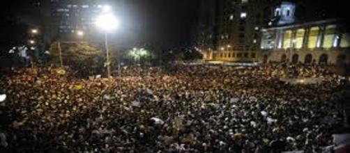 Manifestações por todo o país mostram a revolta do povo