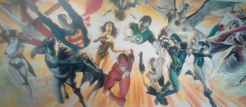 mural de la exposición del Universo DC
