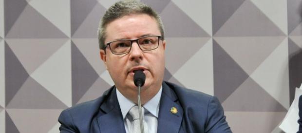 Senador Antônio Anastasia foi escolhido como relator do processo