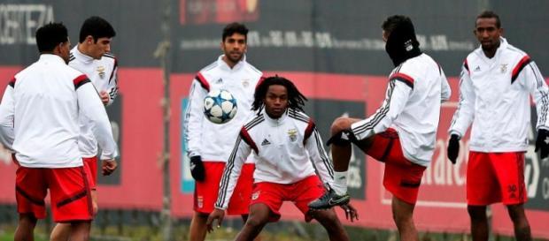 Talisca durante um treinamento pelo Benfica
