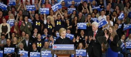 Hillary Clinton con il marito ed ex presidente Bill e la figlia Chelsea