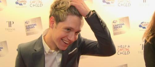 Niall Horan canta Taylor Swift a toda a hora