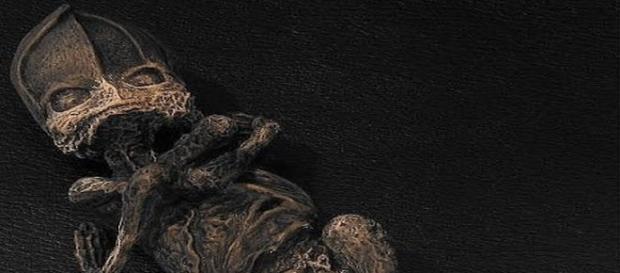 Il corpo mummificato del presunto extraterrestre