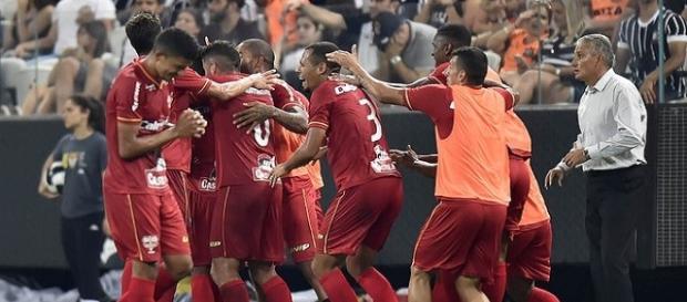 Jogadores do Audax comemorando a classificação em cima do Corinthians.
