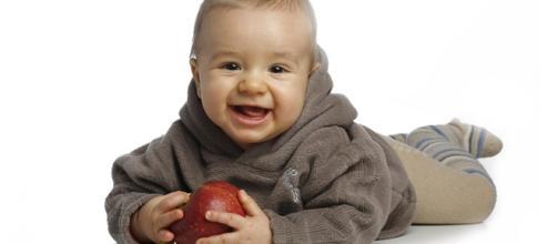 Lo mejor de un bebé sonriendo y feliz