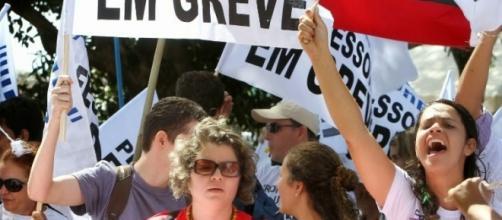 Professores do Ceará entram em greve