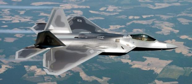 Avionul american de luptă invizibil F-22 Raptor, a ajuns pentru prima dată în România