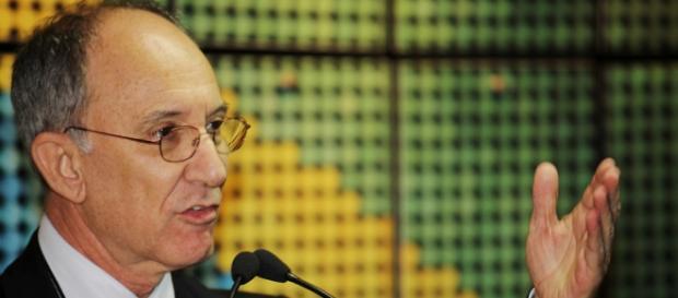 Presidente do PT Rui Falcão discursando