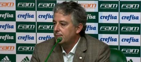 Paulo Nobre, presidente do Palmeiras, concede entrevista na Academia de Futebol.