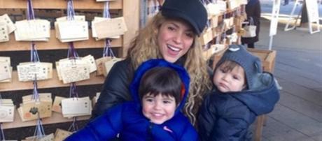 Shakira posa en la foto con Milan y Sasha,
