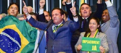 Jair Bolsonaro tem pensamentos contrários aos da Bíblia, mas ainda assim é admitido por partido religioso.