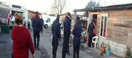 Sopralluogo carabinieri nel campo Cesare Lombroso
