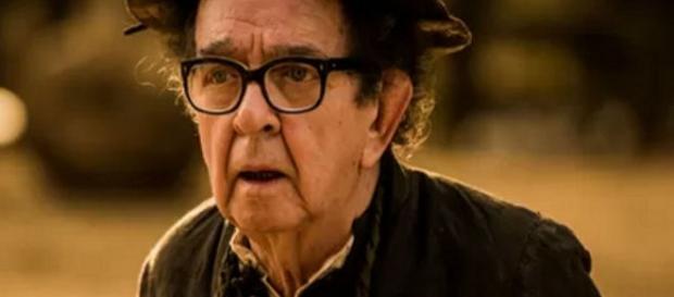 Ator que interpreta Padre Romão, sofre AVC e deixa a novela