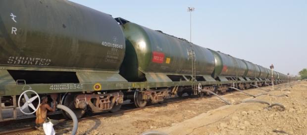 În India, apa este transportată cu trenurile spre marile orașe