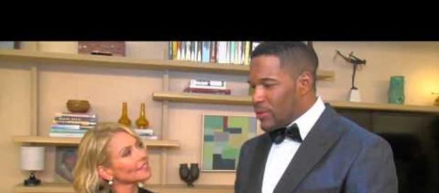 Michael Strahan with her former co-host Kelly Kipa / Photo: Youtube screenshot