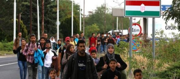 Migranti al confine tra Ungheria ed Austria