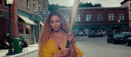Beyoncé lançou um novo disco no dia 23