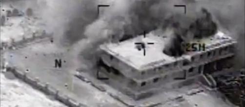 Explosão em prédio do Estado Islâmico.