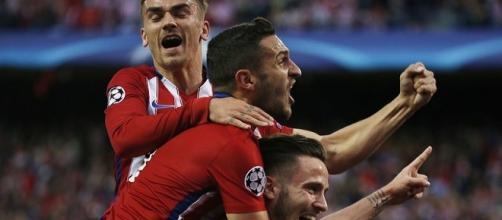 Jogadores do Atlético de Madrid comemorando o gol de Saúl