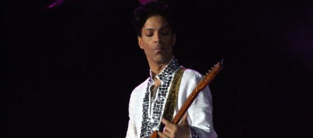 Prince em uma de suas apresentações em Coachella em 2008