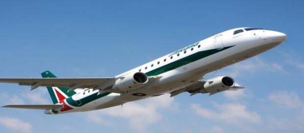 Un aereo di Alitalia durante un volo.