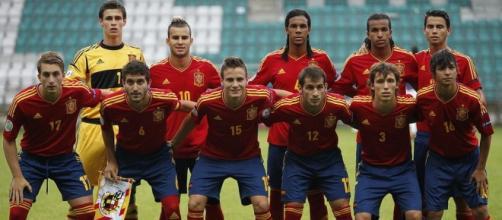Saul Niguez (15) in Spain U-19 national team