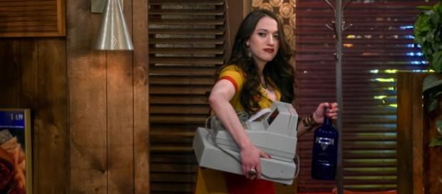 '2 Broke Girls' - 'And the Ten Inches' screencap via CBS