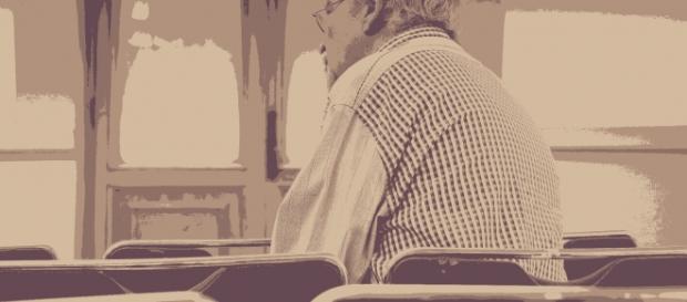 Foto ficticia. Anciano octogenario acusado de supuesta agresión sexual a su suegra de 101 años