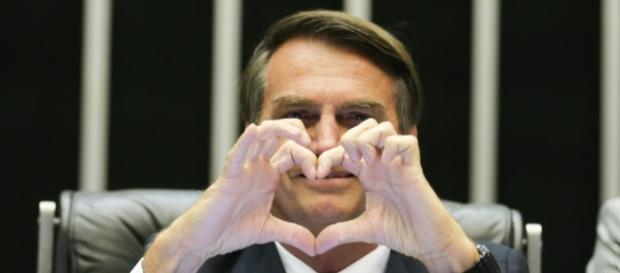 Bolsonaro diz que não elogiou torturador