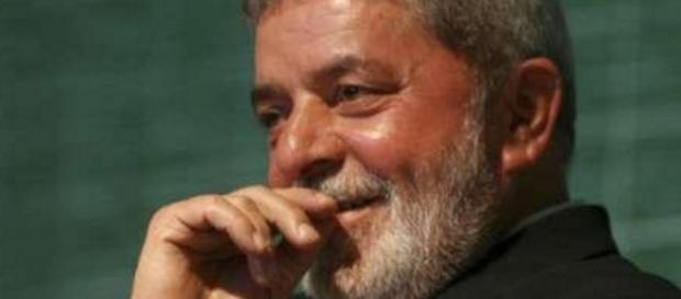 Lula sorri em foto - Imagem: Google