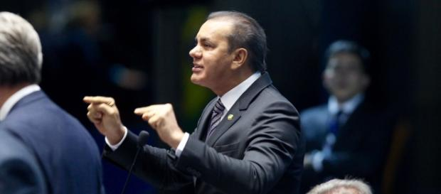 Senador que se manifestou, Ataídes Oliveira