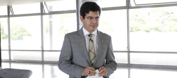 Senador Randolfe Rodrigues (Rede-AP) após reunião com o ministro