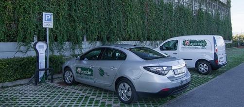 Auto elettrica con energia solo fa fonti rinnovabili, ora si può