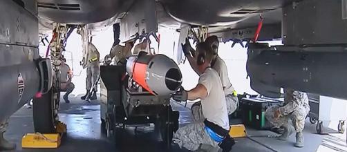 La bomba nuclear B61 12 en su primer vuelo de prueba RT