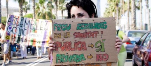 La salud pública catalana sigue en crisis aguda y los políticos miran hacia otro lado