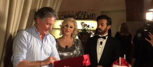 Uomini e Donne gossip: sorpresa al compleanno di Giorgio, arriva Tina Cipollari
